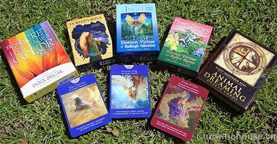 sự khác nhau giữa bài tarot và bài oracle