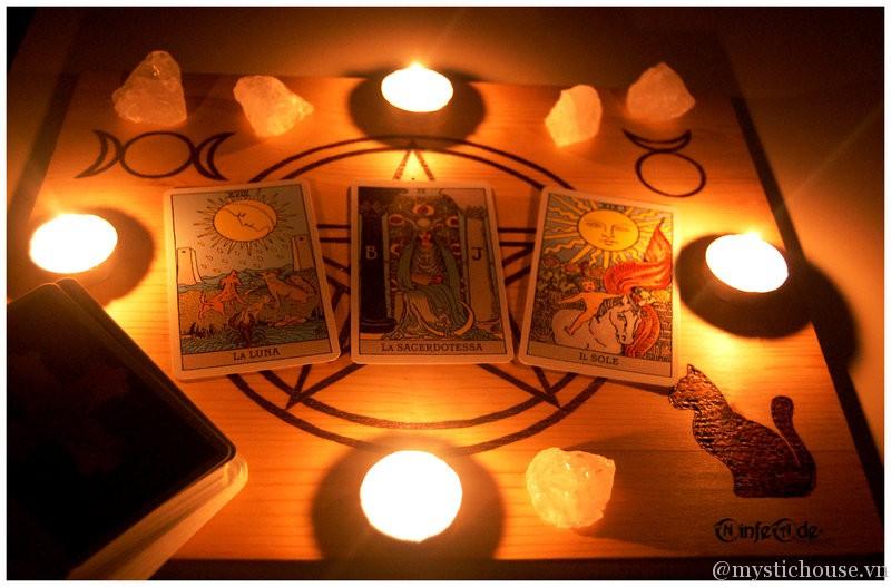 Đọc bài tarot 1 cách huyền bí
