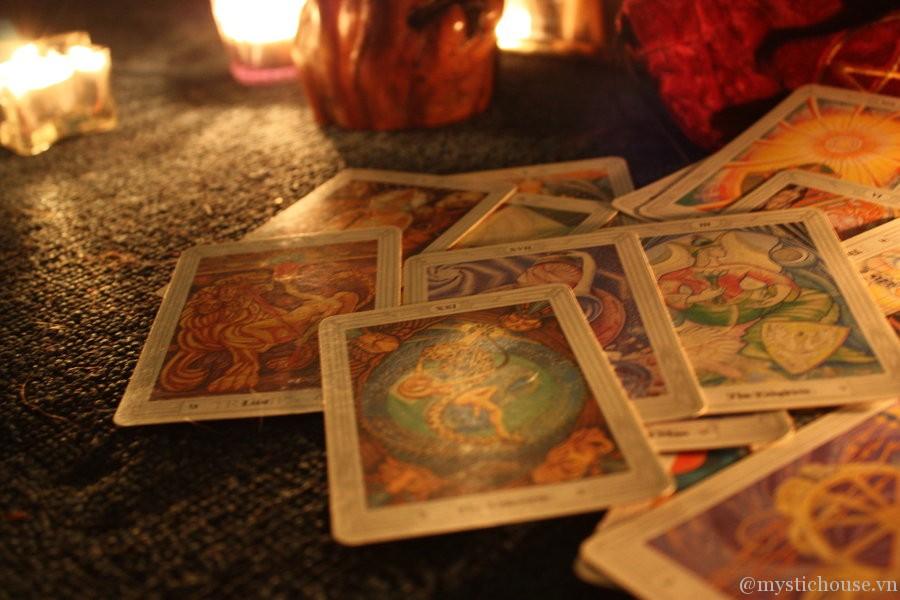 Quyền năng của Tarot - Cách chọn bộ bài Tarot phù hợp?