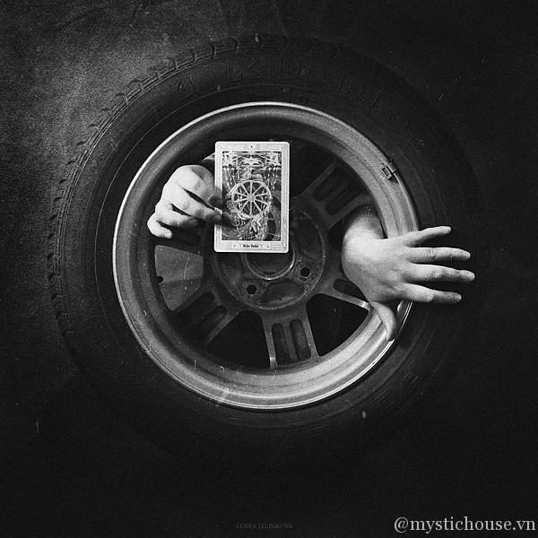 Vòng quay huyền bí của bài tarot