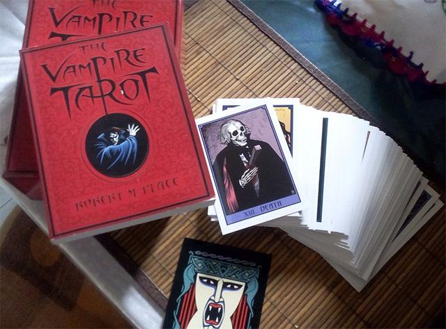 Cảm nhận bộ bài Vampire Tarot của Robert Place