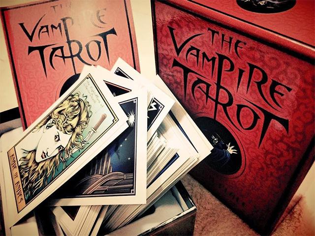 Vampire Tarot - Bộ Bài về Thế Giới Bí Ẩn Của Ma Ca Rồng