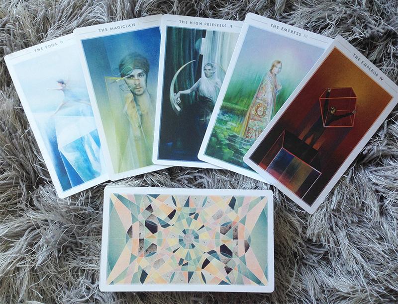 Cảm Nhận Bộ Bài Fountain Tarot - Sắc Sảo Và Mơ Hồ Thông Qua Thế Giới Hình Học 1