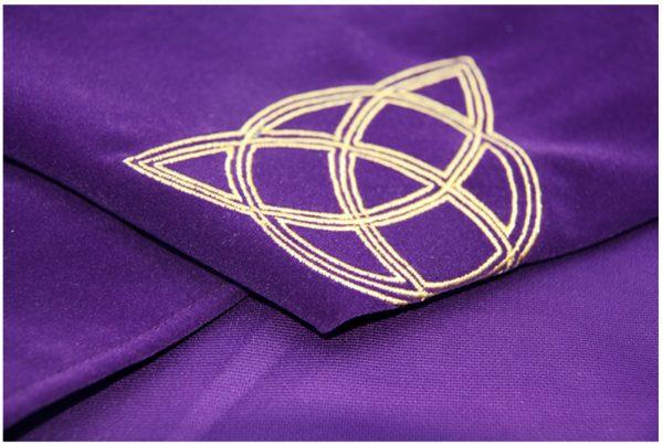 Khăn trải nhung thêu biểu tượng (Sun Red, Triquetra Purple, Pentacle Black) 60×60 290k (3)